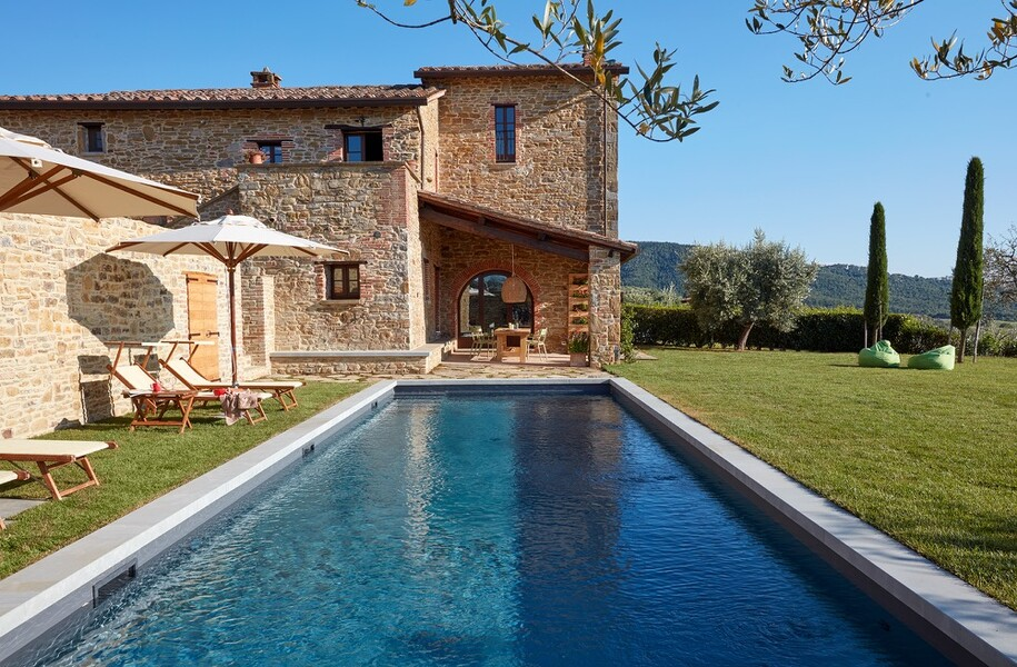 Ferienhaus in Italien mit Schwimmbad und Rasen