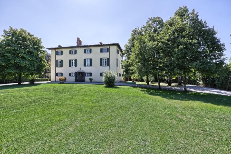 Bei San Concordio Di Moriano gelegen, bietet die Villa Clara Platz für bis zu 20 Personen