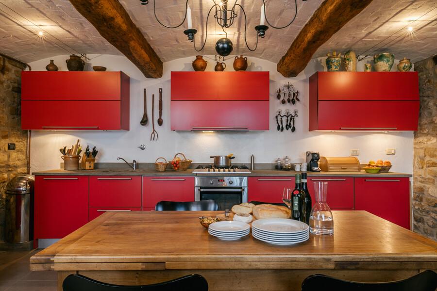 Küche im Ferienhaus Cascina delle Langhe im Piemont