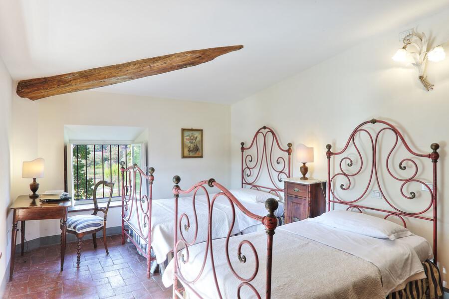 Eines der schön gestalteten Doppelzimmer im oberen Stockwerk der Villa Clara