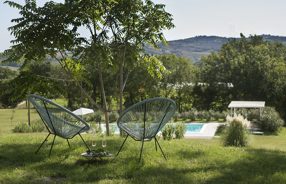 2 modern design chairs and the private pool of Casa delle Marche