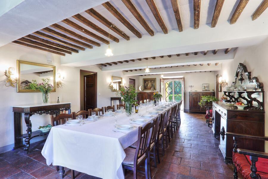 Das große Esszimmer der Villa Luca bietet Platz für festliche Anlässe