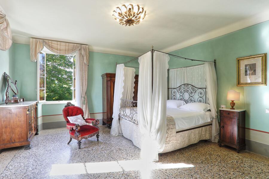Auch die Schlafzimmer der Villa Clara sind im klassischen Stil gestaltet