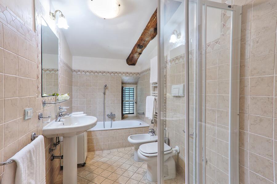 Insgesamt 9 Badezimmer stehen Ihnen in der Villa Clara zur Verfügung