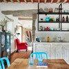 Küche mit Esstisch im Ferienhaus Arco in Umbrien