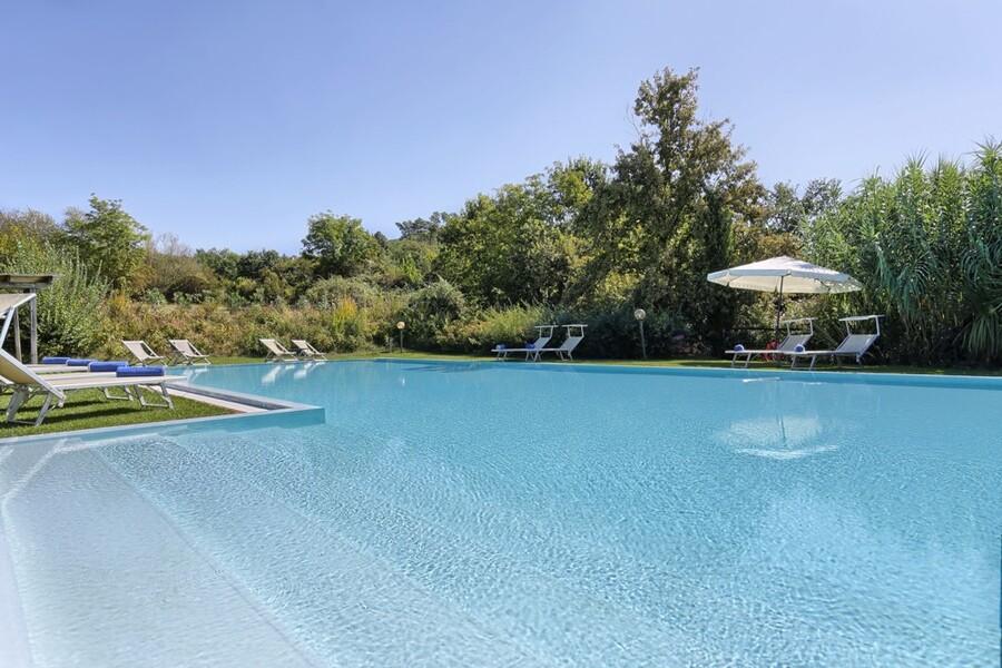 Der Pool der Villa Clara lässt Sie auf über 18 Metern Ihre Bahnen ziehen