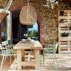 Überdachte Terrasse mit Holzesstisch im Ferienhaus Arco in Umbrien