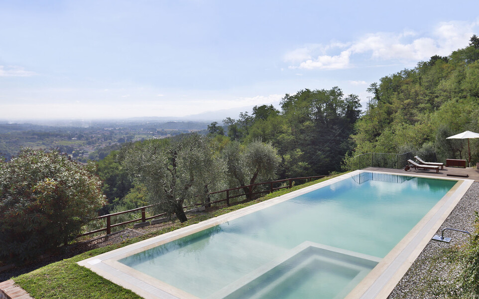 Private pool in the holiday home in Tuscayn with view over Lucca