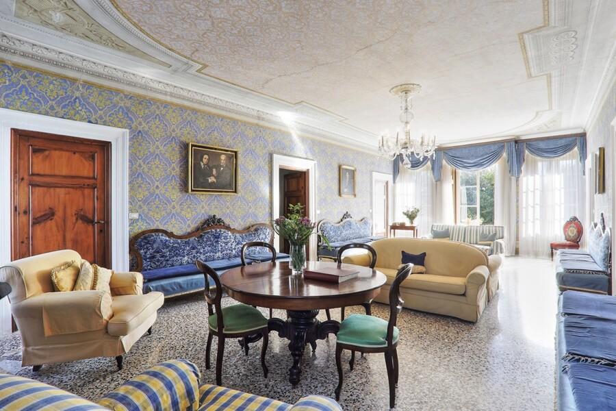 Die Innenräume der Villa Clara sind im klassischen Stil gestaltet