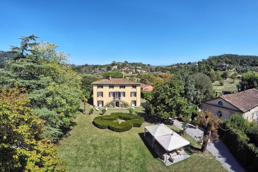 Die Villa Clara liegt eingebettet in einem großen Anwesen