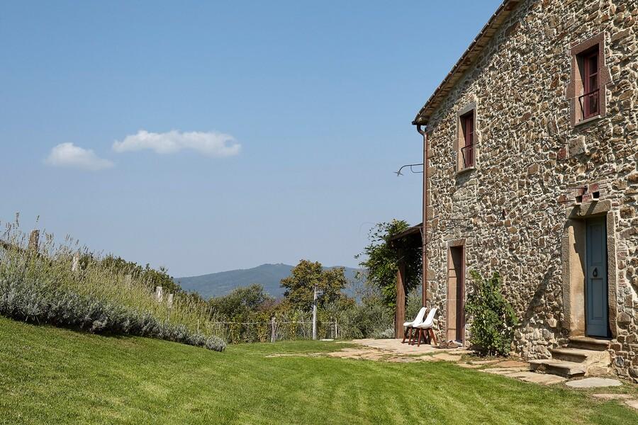 Steinhaus mit Garten in ruhiger Lage in Umbrien in Italien