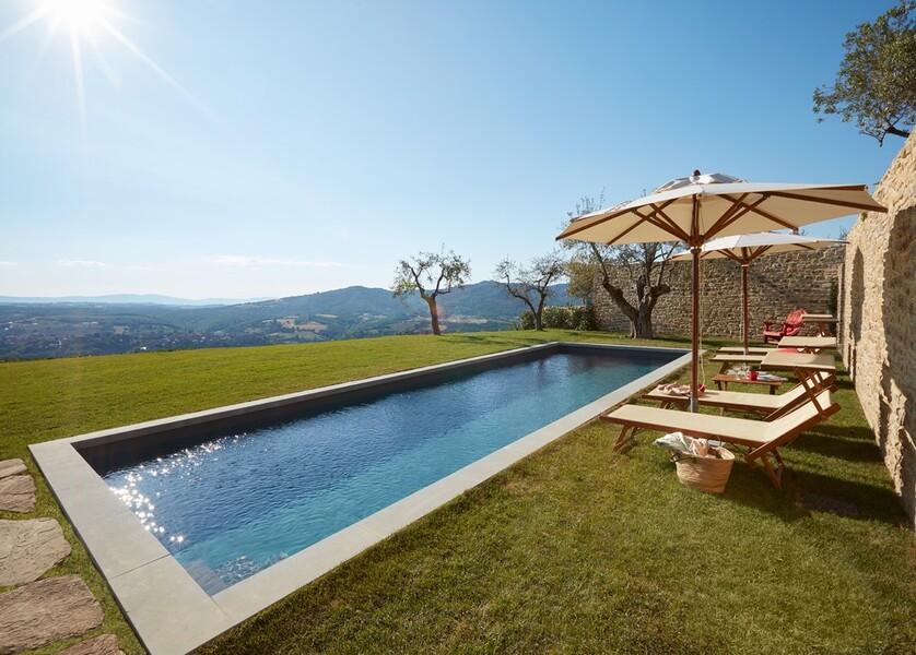 Privater Pool mit Rasen im Ferienhaus Arco in Italien